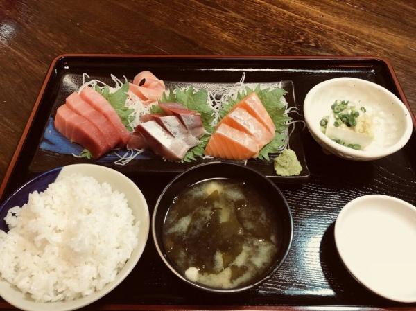 """ランチ""""刺身3品定食"""""""
